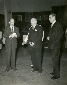 Otwarcie wystawy Stefana Norblina w Bombaju, 1944; od lewej: Sir Cowasji Jehangir, Ambasador Eugeniusz Banasiński, Stefan Norblin